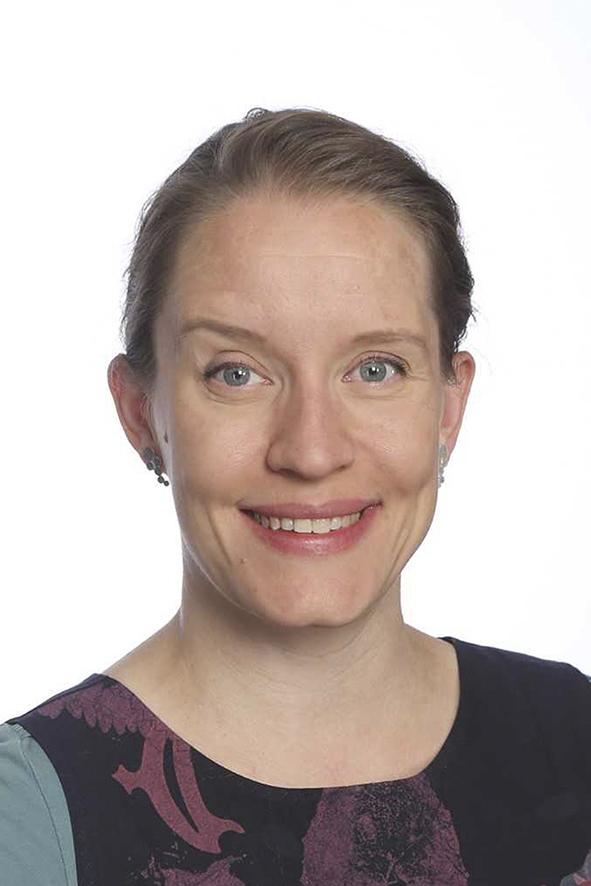 Hämeen vaalipiirin kansanedustaja, kasvokuva. Hymyilevä nainen, ruskeat hiukset.
